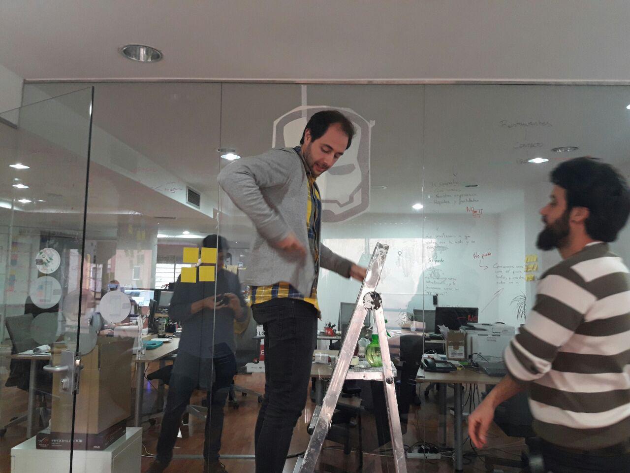 Preparando Sala Ironman Pepe en acción